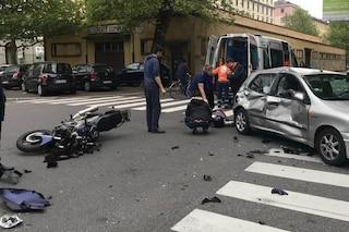 Milano, auto e moto si scontrano in via Rombon: centauro ricoverato in gravi condizioni