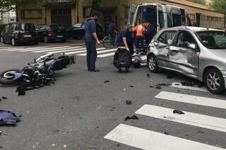 Cernusco sul Naviglio, scontro tra un'auto e una moto: ferito gravemente un uomo