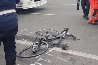 Villa Cortese, ciclista investito da un'auto: ricoverato in gravi condizioni