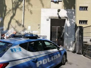 """Milano, la madre del bimbo di due anni ucciso: """"Ho cercato di fermarlo, ha picchiato anche me"""""""