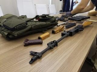 Droga e armi da guerra: sgominata una banda di pericolosi trafficanti, otto arresti