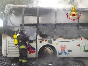 Incendio scuolabus a Seveso (Monza e Brianza)