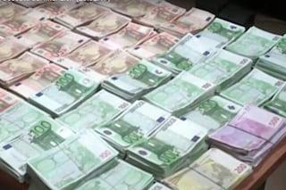 Tiene i soldi in Svizzera ma vive a Milano: ereditiera 92enne si pente e dà 90 milioni ai poveri