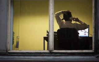 Como, dormiva e stava al cellulare durante l'orario di lavoro: funzionario denunciato per truffa