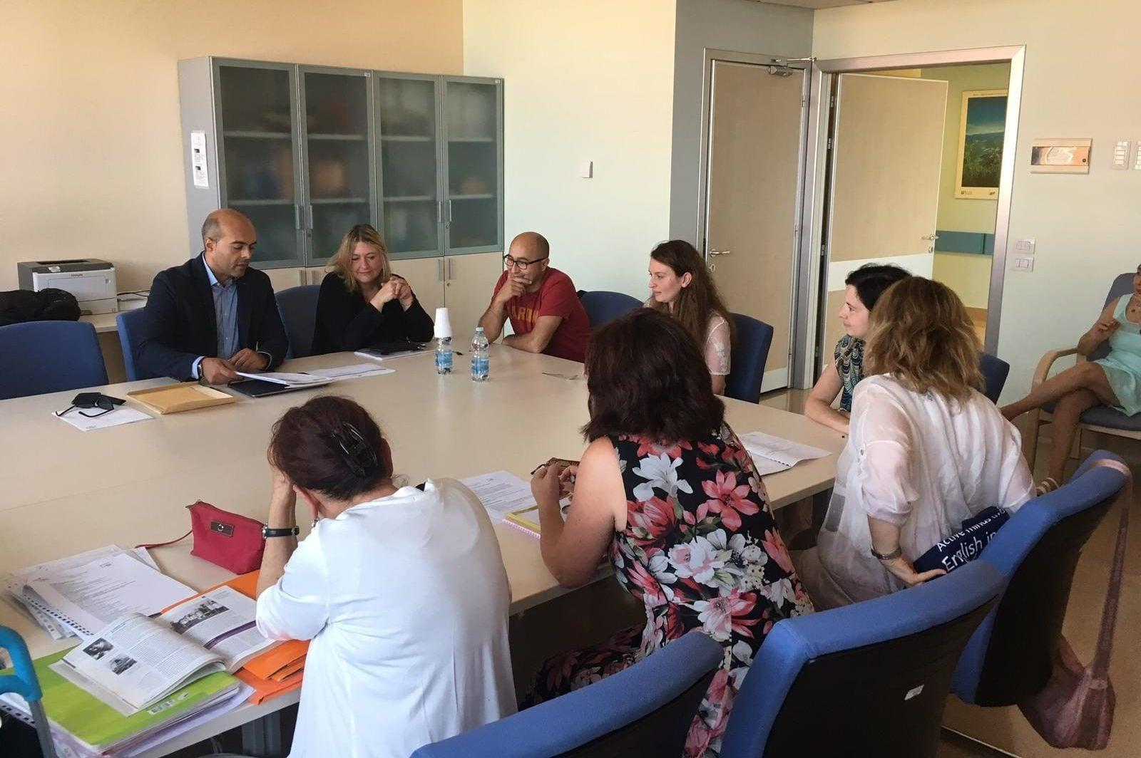 La prova orale nella sala riunioni del reparto di Medicina 1 dell'Ospedale di Circolo di Varese