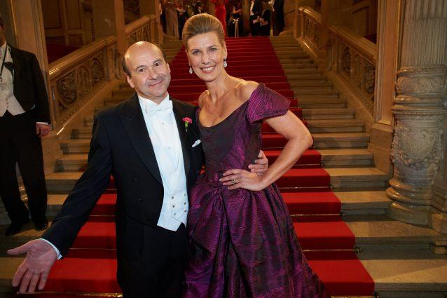 Dominique Meyer e Desirée Treichl–Stürgkh, organizzatrice del ballo dell'Opera di Vienna (LaPresse)