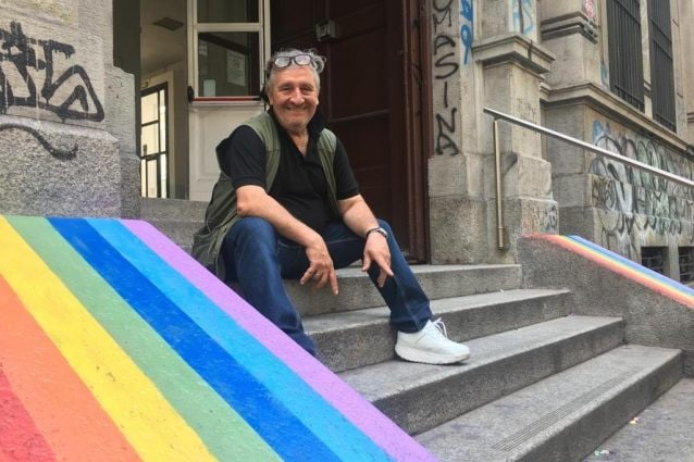 Il professor Gianbattista Mannarini vicino agli arcobaleni (Facebook)