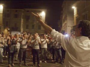 Gianluca Galimberi festeggia la rielezione con i suoi sostenitori