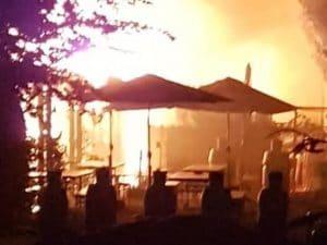L'incendio al laghetto della Boscherona (Foto Facebook di Ambrogio Perego)