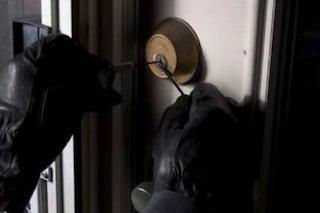 Milano, furti per oltre mezzo milione di euro: ladri in azione in casa e in un negozio di moda