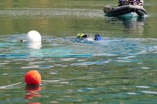 Si tuffa per recuperare la canna da pesca: 24enne muore annegato nel lago del parco di Lungavilla