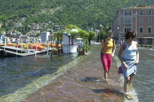 Il lago di Como esondato (Foto: Christian Pietrasanta Mix via Facebook)