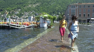 Esonda il lago di Como: chiuse le due corsie del Lungolario, autobus deviati