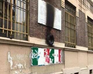 """Milano, sfregiata una lapide in memoria dei partigiani. L'Anpi: """"Atto vile"""""""