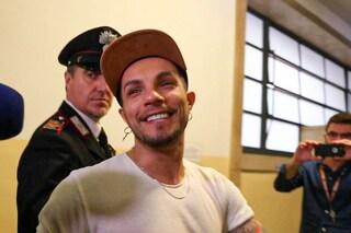 """Processo a Marco Carta, il cantante assente alla prima udienza: """"È sereno, ma molto provato"""""""