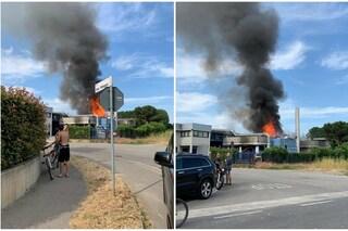 Milano, vasto incendio in un'azienda di vernici a Motta Visconti: sul posto ambulanze e pompieri