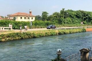 Corsico, tenta il suicidio gettandosi nel Naviglio: 77enne salvato dai carabinieri