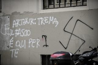Milano, scritte fasciste e omofobe davanti ai licei: indagati tre minorenni vicini a Forza Nuova
