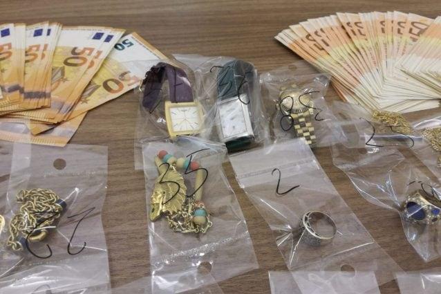 Alcuni dei beni recuperati dai carabinieri a Milano