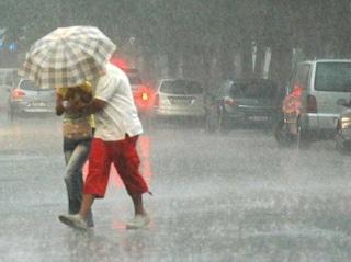 Meteo Milano, temporale si abbatte sulla città con pioggia e grandine. Temperature calano a 18 gradi