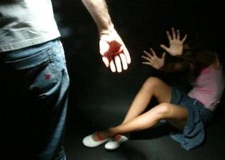 Mozzate, rapisce l'ex moglie e la picchia: poi incendia casa e tenta il suicidio