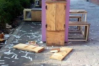 Milano, vandali distruggono la libreria della Piccola Biblioteca Libera, book sharing di zona Isola