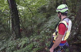 Cittiglio, un passante sente gridare aiuto dal bosco: scattano le ricerche