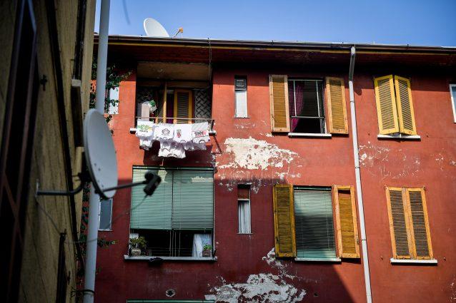 Uno stabile popolare al Giambellino (Foto Furlan/LaPresse)