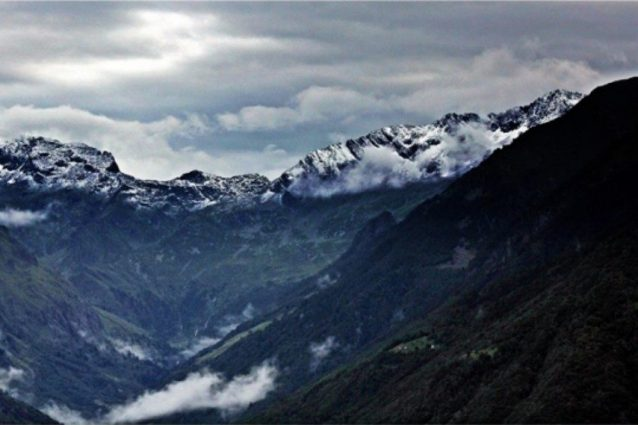 La neve sui monti della Valtellina (Foto Facebook: Kaus Eitel)