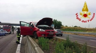 Incidente sull'A1 nei pressi di Casalpusterlengo, auto finisce sul new jersey: quattro feriti