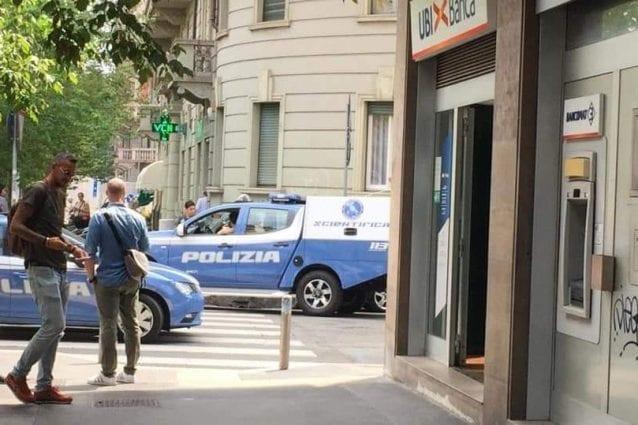 11 persone sequestrate durante una rapina in banca