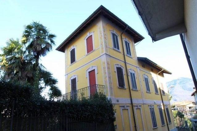 Le foto della villa di Umberto Bossi nell'annuncio di vendita online