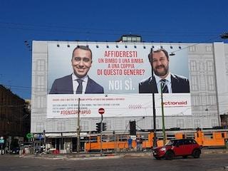 """""""Affideresti un bimbo a una coppia del genere?"""", la pubblicità di Action Aid sfida Salvini e Di Maio"""