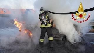 Milano, incendio sulla Tangenziale Ovest: auto in fiamme, traffico e code