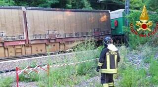 Varese, incidente a Castelveccana: auto precipita sui binari e viene investita da treno merci
