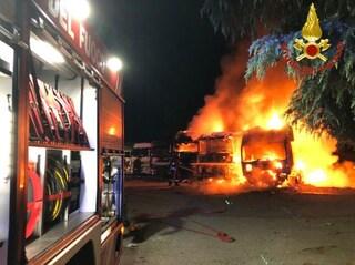 Molotov contro una ditta di autotrasporti di Brivio: incendiati tre camion