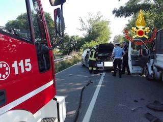Schianto tra un'auto e un camion sulla provinciale tra Busto Garolfo e Casorezzo: un ferito