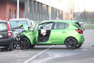 Corbetta, si schianta con la sua auto contro cinque vetture in sosta: grave 47enne