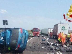 Un incidente in autostrada (Foto: Vigili del fuoco)