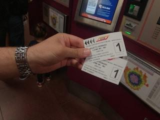 Milano, cresce il numero degli abbonamenti annuali Atm dopo l'aumento dei biglietti a 2 euro