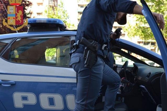 """Milano, fermato senza patente cerca di """"comprare"""" i poliziotti con 25 euro: arrestato 28enne"""