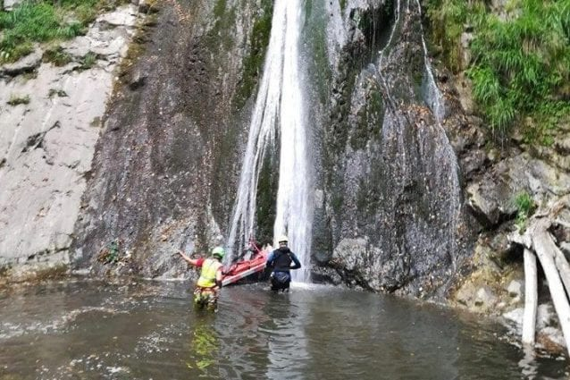 Il recupero della salma (Foto: Soccorso alpino e speleologico Lombardia)
