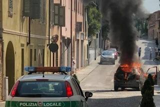 Mantova, auto in fiamme a Castiglione delle Stiviere: ustionati padre e figlio di 13 anni