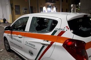 Milano, vandali ancora in azione contro la Croce Verde di Baggio: distrutti i vetri di un'automedica