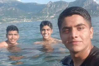"""Lago d'Iseo, l'ultimo selfie e la tragedia. Il fratello sopravvissuto: """"Sento ancora le loro grida"""""""