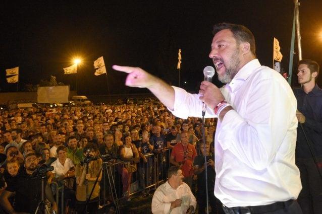 Salvini durante il comizio della Lega ad Arcore