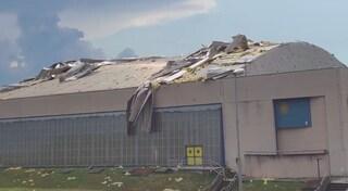 Treviglio, bufera di vento si abbatte sulla città: scoperchiato il tetto del PalaFacchetti