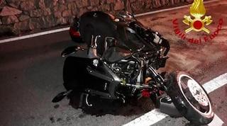 Violento schianto tra un'auto e una moto a Porlezza: tre feriti, gravissimo il motociclista