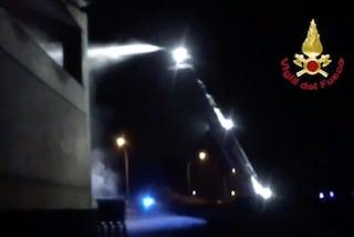 Incendio di rifiuti a Codogno, indagini nell'area sotto sequestro: non esclusa l'ipotesi dolosa
