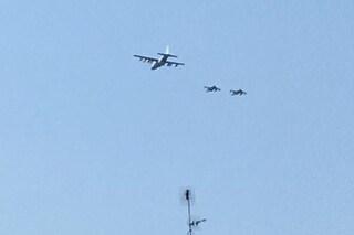 Tre aerei militari a bassa quota su Milano: numerose segnalazioni di cittadini preoccupati
